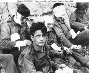 Omaha_Beach_wounded_soldiers,_1944-06-06