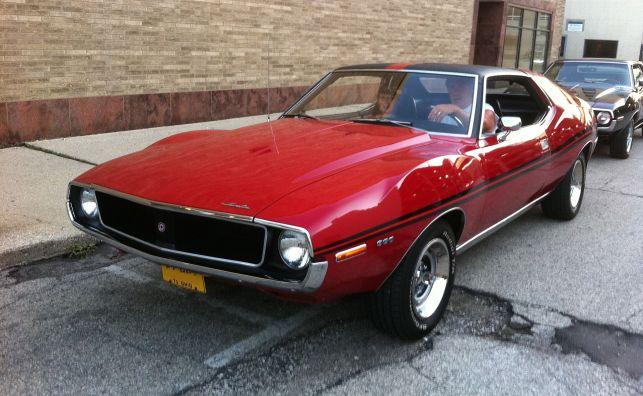 1971_AMC_Javelin_SST_red_Kenosha_street