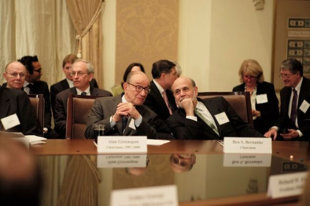 ben-s-bernanke-and-alan-greenspan-talk-before-the-start-of-the-federal